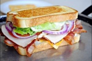 Klubivoileib-Club-Sandwich-peekoniga